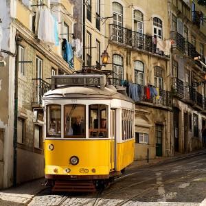 Estrela, gele tram in Alfama Lissabon