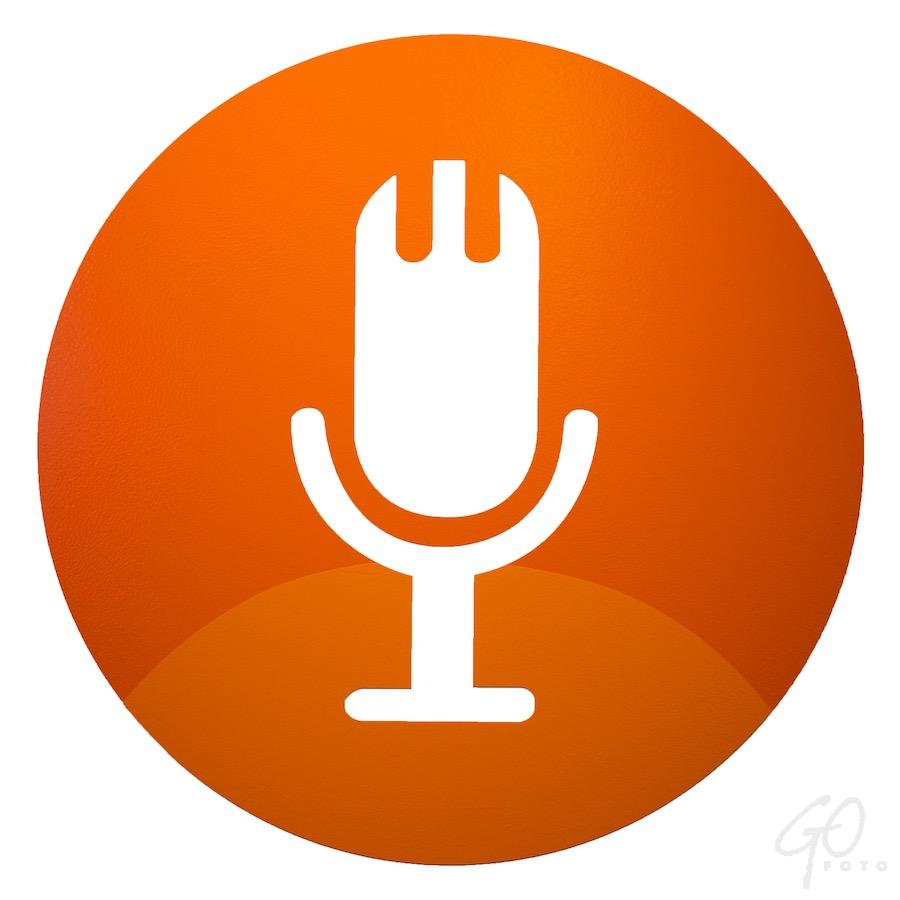 Foto van een microfoon. Grafisch. De Podcast is heet.