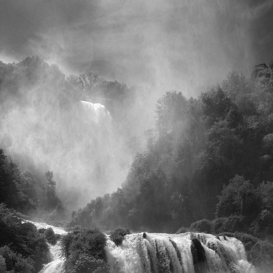 Ansel Adams uit Hoogland. Foto van een waterval in Umbrië in Italië.